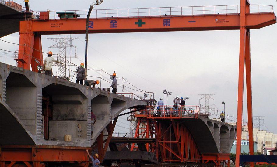 公共工程啟阜 工程 中二高快官段 開放式 門型 吊車 工程