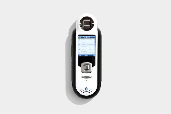 Colorímetro Capsure da X-Rite com Bluetooth e acompanhado de quatro cartelas Pantone