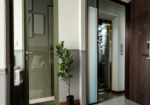 PRIVATE LIFTS<br>The private lifts give you a sense of total privacy, allowing for exclusive rides only to your unit.