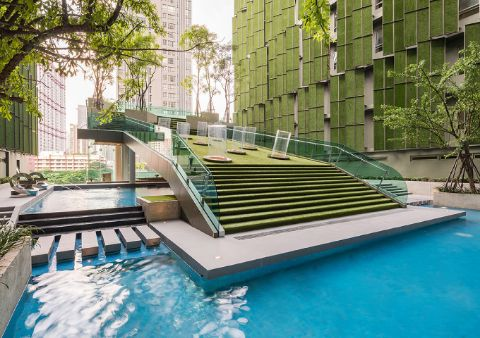 FAMILY POOL<br>A family pool with a kids' pool in the urban style allows you to make the most of your family time.