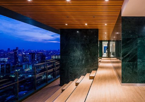 GRAND AMPHITHEATER (Floor 37)<br>The exclusively designed Grand Amphitheater offers you the most astonishing 180-degree views of the Bangkok skyline.