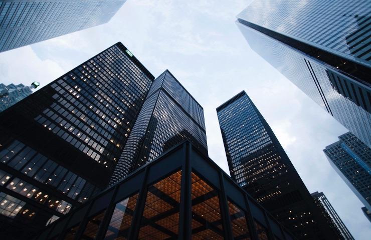 pantallas para edificios
