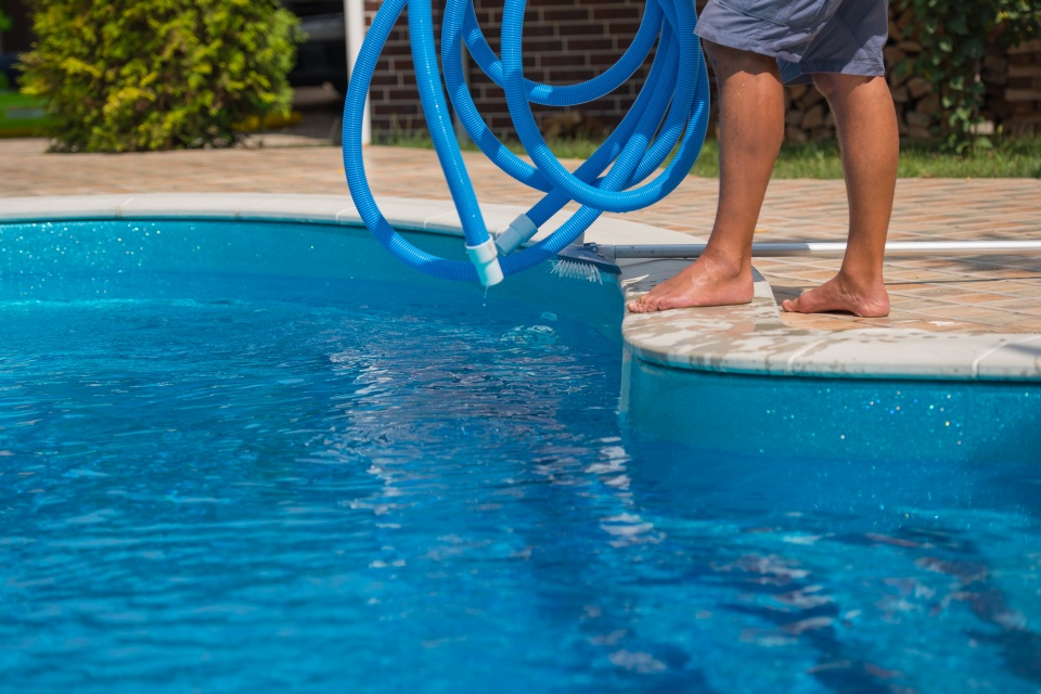 pool cleaning broward