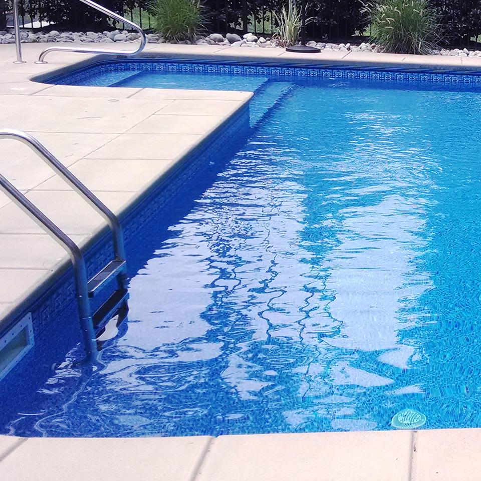 Mantenimiento de piscinas doral pool services for Limpiadores de piscinas