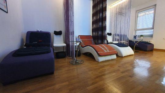 Relaks antistres terapeutska popust masaza sa Ametist i Turmalin kristalima na masaznoj podlozi