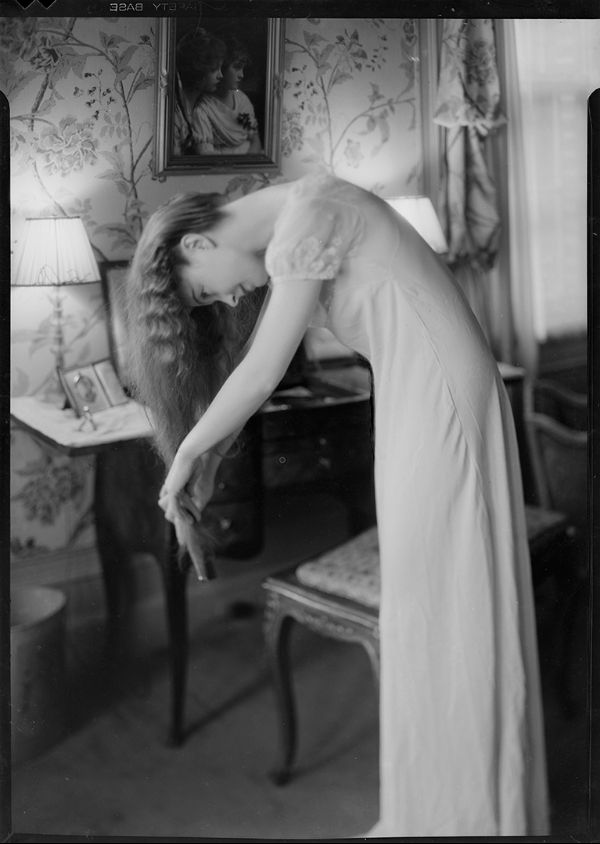 Lillian Gish brushing her hair - Nell Dorr 1930
